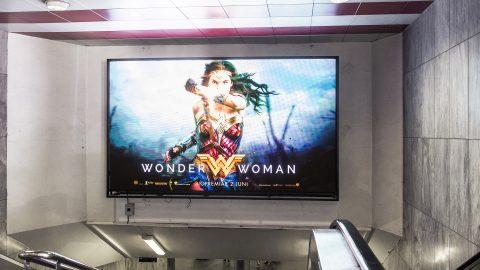 play-billboard-metro-sv-4.jpg