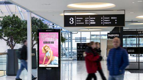 mockup-zara-l-play-adshel-mall-landscape-1-1.jpg
